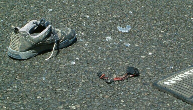 Микроавтобус переехал лежавшего на дороге человека: пострадавший скончался