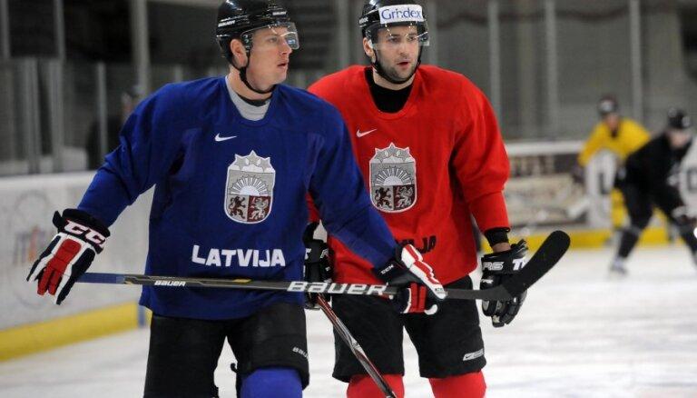 Latvijas hokejisti nenosargā trīs vārtu pārsvaru un vēlreiz zaudē Zviedrijai