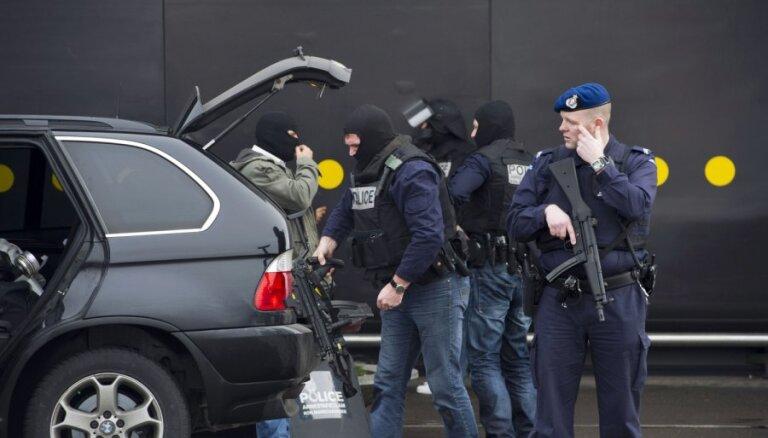 """Центнер взрывчатки, """"бомба на колесах"""" и стрелковое оружие: в Голландии предотвращен масштабный теракт"""