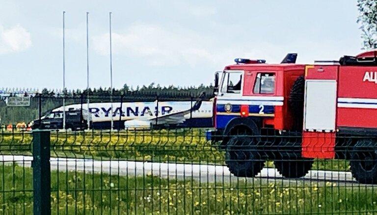 Почему самолет Ryanair был вынужден сесть в Минске и что будет дальше?