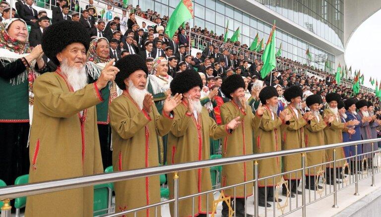 Turkmenistānas iedzīvotāju skaits desmit gadu laikā sarucis uz pusi