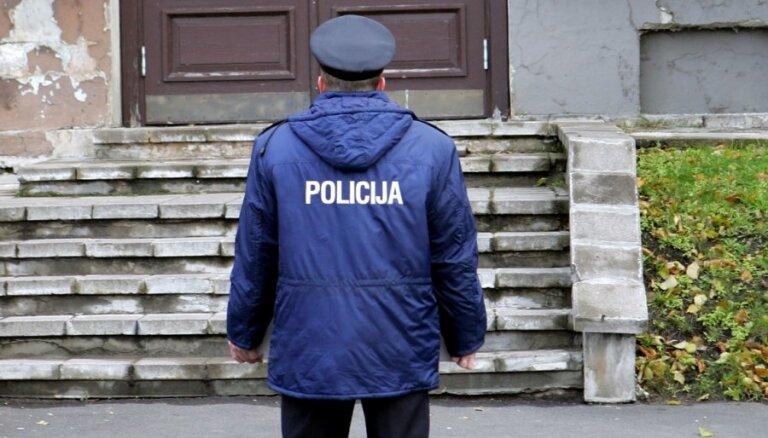 Ķuzis: daudz policistu pašvaldībās reģistrējas kā mazturīgie