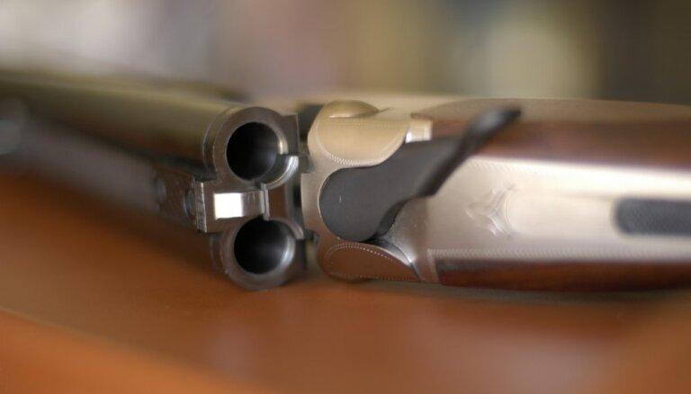 Kurzemē strīda laikā mednieks sašāvis dzīvesbiedri (precizēta)