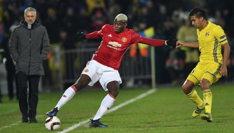 Mančestras 'United' nepiekrīt Pogbā maiņai pret Neimaru