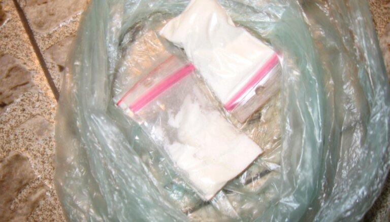 Iecavas novadā aizturēti divi vīrieši ar 189 gramiem amfetamīna