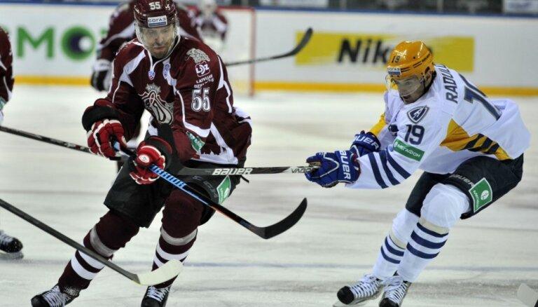 Foto: Rīgas 'Dinamo' pārtrauc trīs zaudējumu sēriju