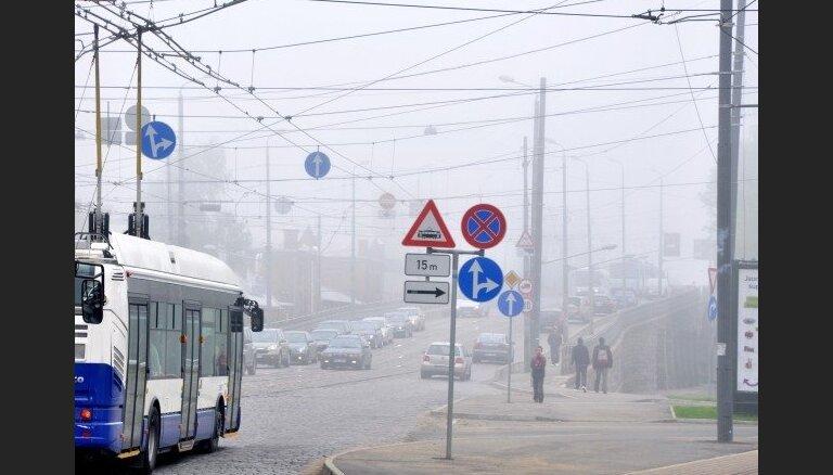 Rīgā uz Zemitānu tilta avarē trīs automašīnas