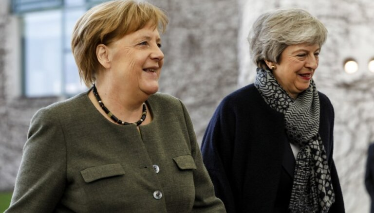 Merkele un Meja ir vienisprātis, ka Lielbritānijai jāizstājas no ES ar vienošanos