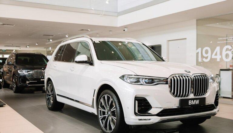 Foto: Latvijā prezentēts BMW vislielākais apvidnieks 'X7'