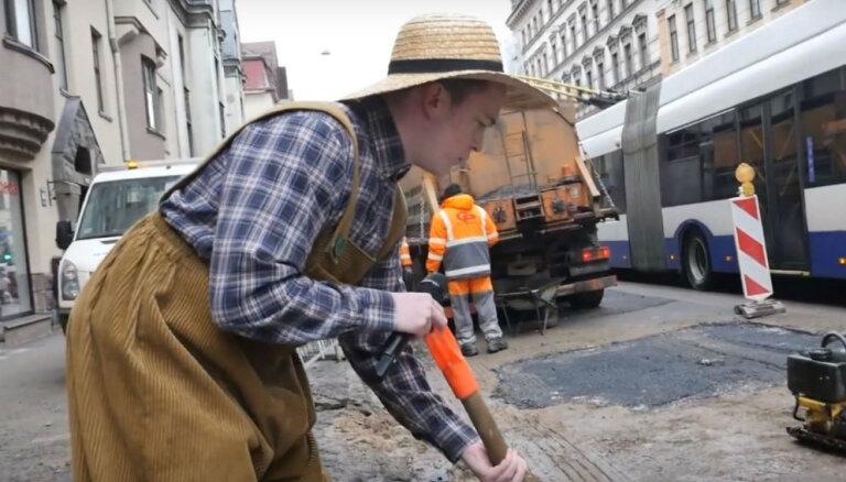 Video: Dārznieks Ainārs atmasko nelieti, kurš izdangājis Rīgas ielas
