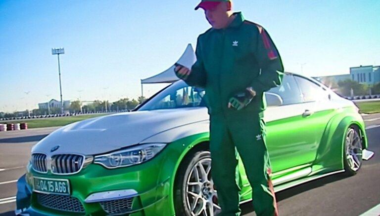 Video: Turkmenistānas prezidents demonstrē savu driftēšanas meistarību ar 'BMW M4'