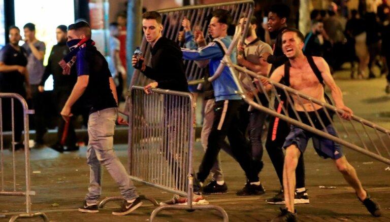 После полуфинала ЧМ по футболу в Брюсселе и Париже начались массовые беспорядки