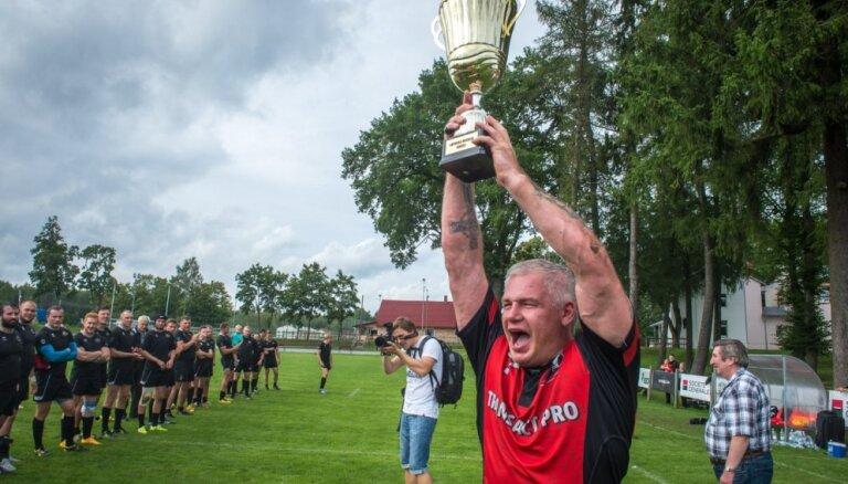 Foto: 'Miesnieki' jau 13. reizi izcīna Latvijas kausu regbijā