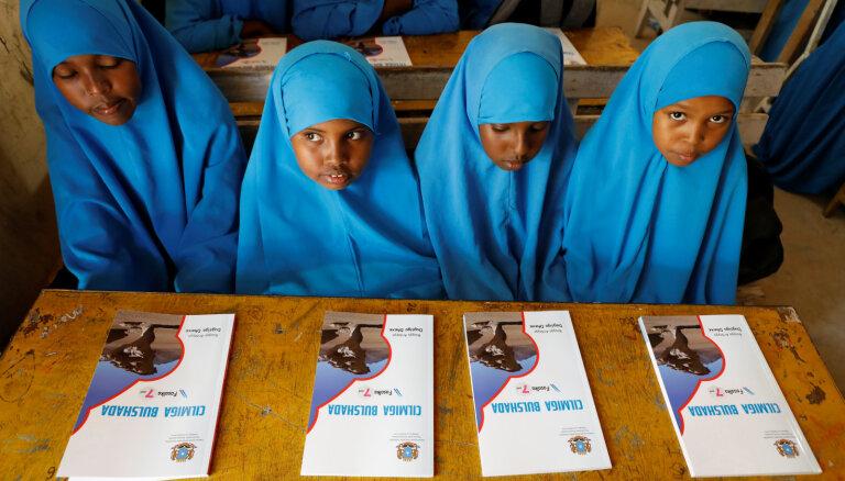 Somālijas skolās ievieš jaunu mācību programmu; cer uz ekstrēmistu ietekmes mazināšanos