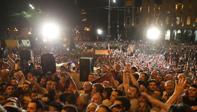 ФОТО: В Тбилиси возобновились массовые акции протеста
