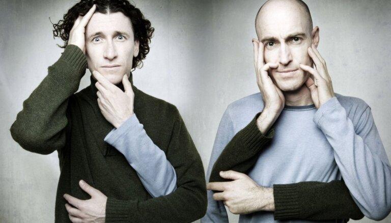 Rīgā viesosies komiķu duets 'The Umbilical Brothers' no Austrālijas