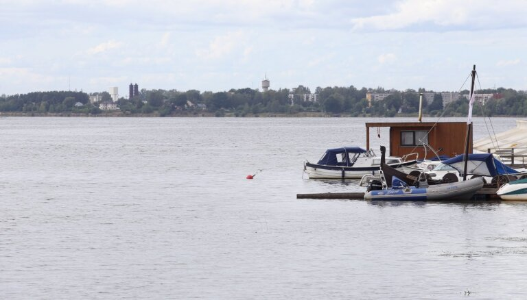 Līdz septembra vidum Rīgas HES ūdenskrātuvē būs pazemināts ūdens līmenis