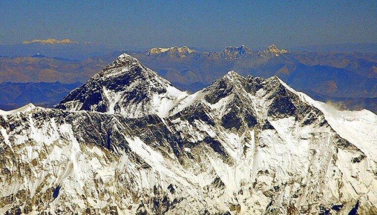 Deviņi traģiski Everesta iekarošanas stāsti