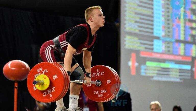 Svarcēlājs Suharevs divām sudraba godalgām piepulcē Eiropas junioru čempionāta zeltu