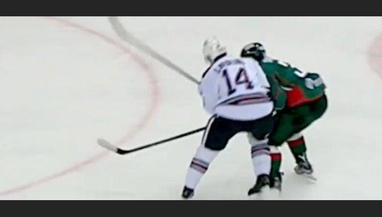 Video: Jēkabam Rēdliham KHL nedēļas iespaidīgākais spēka paņēmiens