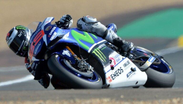 Trīskārtējais 'MotoGP' čempions Lorenso treniņā lauzis plaukstas locītavu
