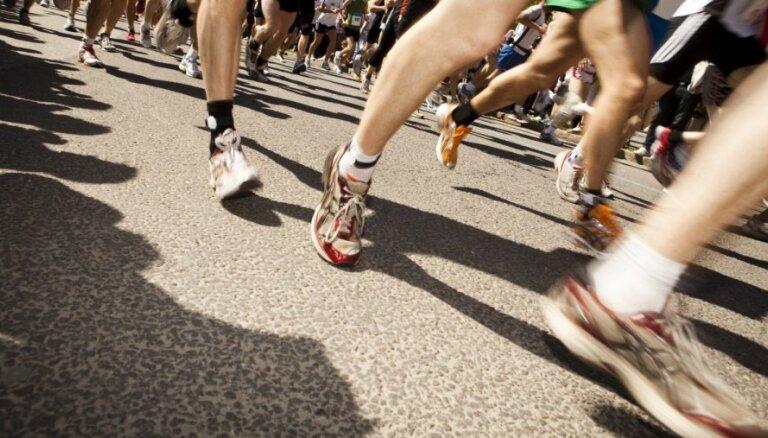 Triatlona sacensību laikā slēgs satiksmi 11. novembra krastmalā un uz Vanšu tilta