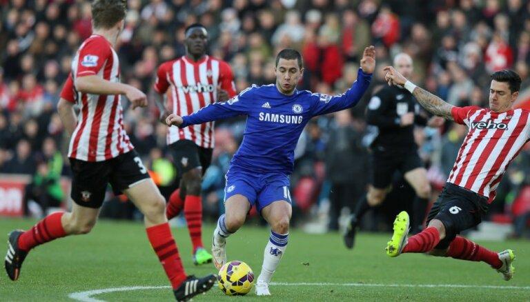 'Chelsea' un Madrides 'Real' vienojas par Azāra pāreju 100 miljonu apmērā