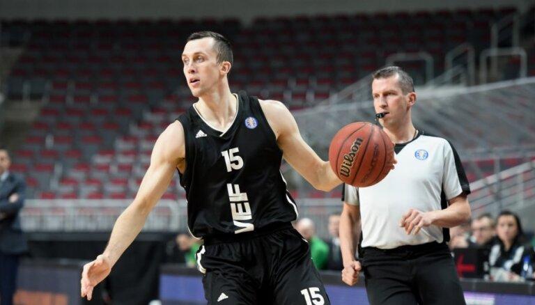 """ВЭФ разгромил """"Раплу"""" в стартовом матче в латвийско-эстонской баскетбольной лиге"""