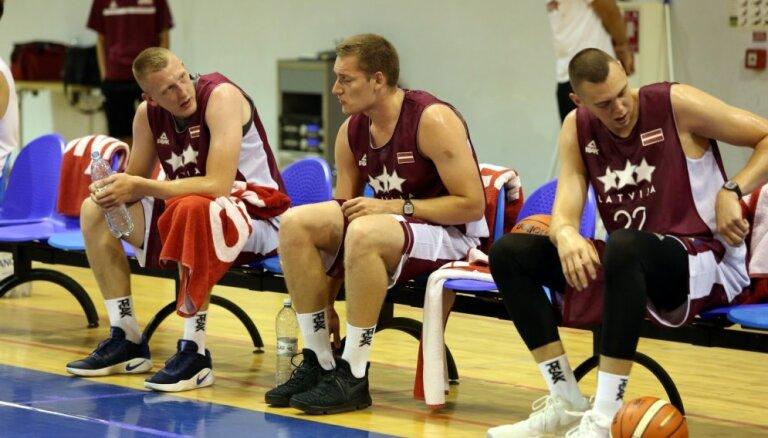 Latvijas basketbola izlase pārbaudes spēļu ciklu sāk ar uzvaru treniņspēlē pār Somiju
