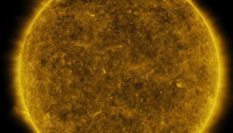 Noskaties, kā Merkurs šķērsoja Saules disku