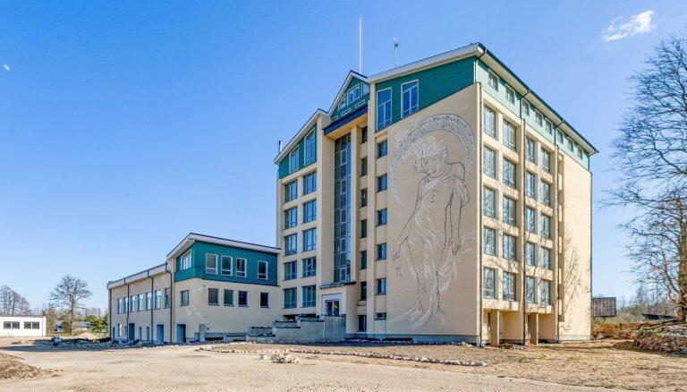 Padomju laika sanatorija Plieņciemā pārtop dzīvojamā mājā