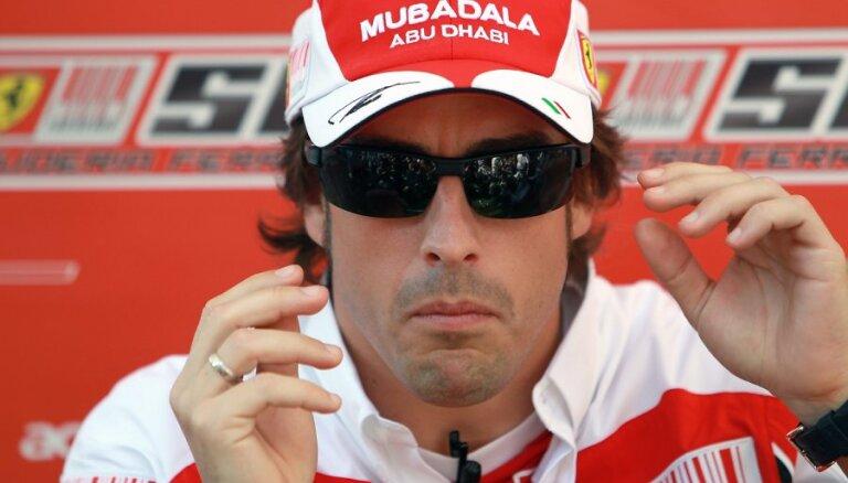 """Двукратного чемпиона """"Формулы-1"""" Фернандо Алонсо сбила машина"""