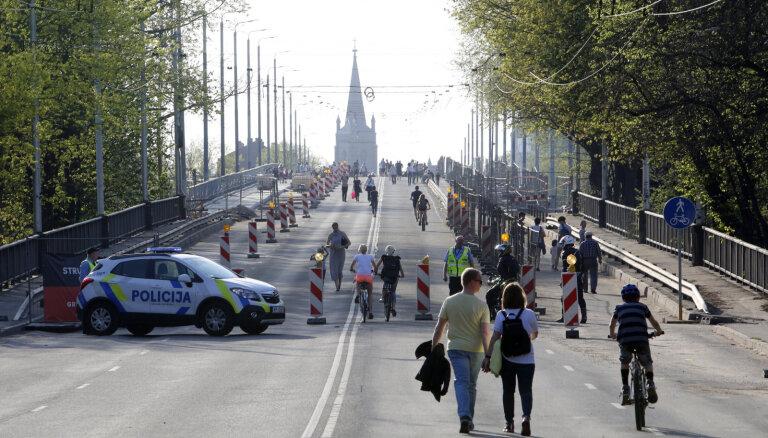 В воскресенье будет возобновлено движение транспорта по Деглавскому мосту