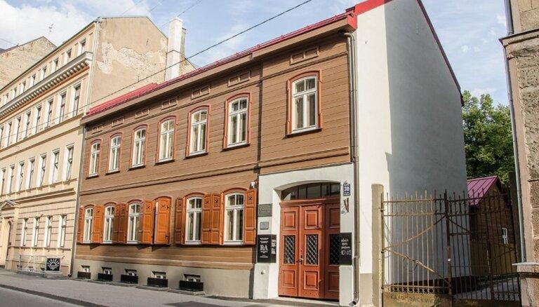 Atklās atjaunoto Raiņa un Aspazijas muzeju Baznīcas ielā