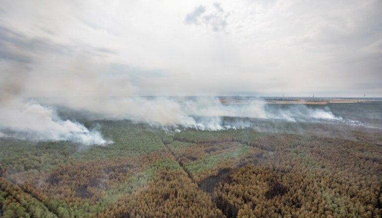 Izdevies ierobežot meža ugunsgrēku netālu no Berlīnes