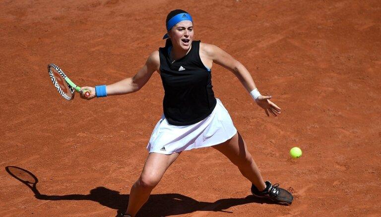 Lietus dēļ atceļ Ostapenko un Bartones 'French Open' spēles