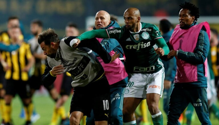 ВИДЕО: После матча Кубка Либертадорес началась массовая драка