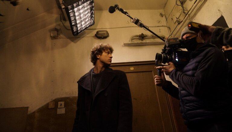 Foto: Sāk filmēt Viestura Kairiša jauno filmu par barikāžu laiku