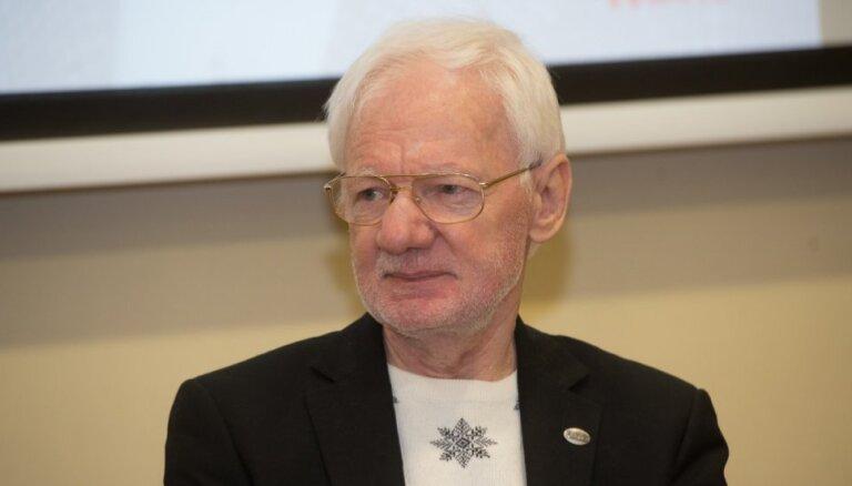 'Veselības gada balvu' par mūža ieguldījumu saņēmis profesors Danilāns