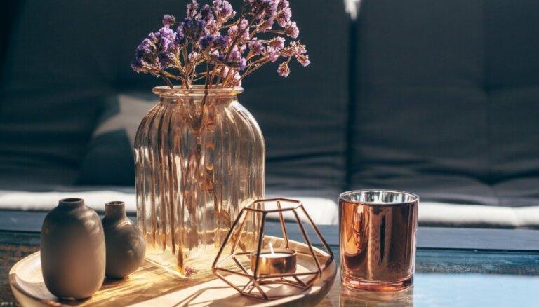 Telpas rota, nevis virsma krāmiem – kā dekorēt kafijas galdiņu