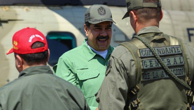Maduro apsūdz mēģinājumos izvest zeltu uz Krieviju; Lavrovs sola darīt visu līdera atbalstam