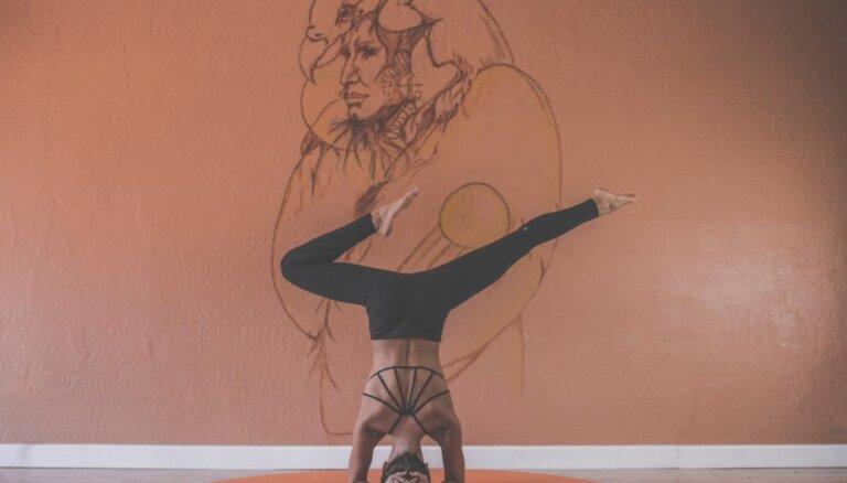 Par jogas būtību, nevis pozām