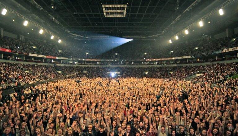 Fotoreportāža: 'Instrumenti' pulcē tūkstošiem fanu