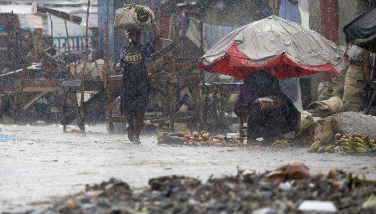 Foto: Viesuļvētra 'Metjū' plosa Karību jūras salas; septiņi bojāgājušie