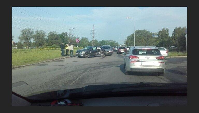 Foto: Ceļu satiksmes negadījums Ozolciema ielā