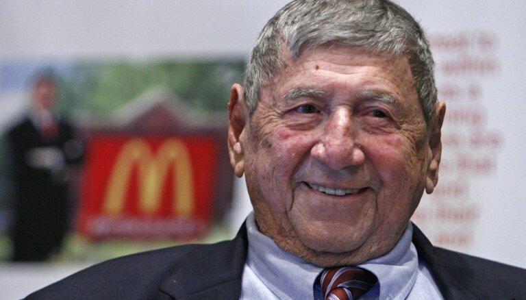 Miris ikoniskā amerikāņu burgera 'Big Mac' tēvs