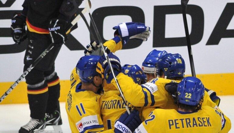 Zviedrija 11.reizi pēc kārtas iekļūst pasaules čempionāta pusfinālā