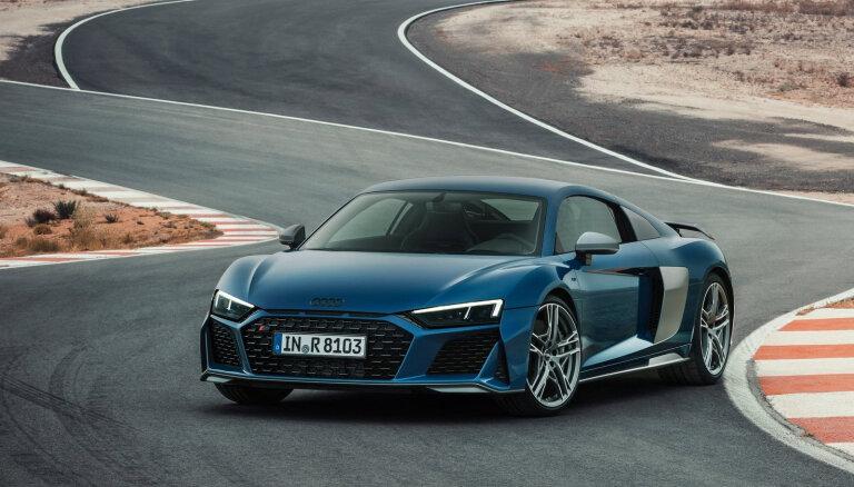 'Audi' atteiksies no diviem sporta auto modeļiem, lai investētu elektroauto attīstībā