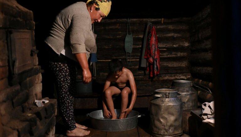 Foto: Dzīve Sibīrijas ciemā, kur skolotāja palikusi vienīgā skolnieka dēļ
