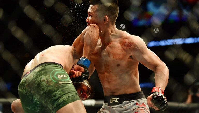 ВИДЕО. Нокаут года в UFC: боец вырубил соперника локтем на последней секунде